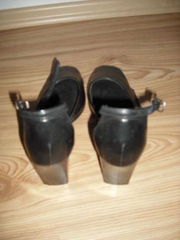 f4db69db9dd Prodám Dámské elegantní lodičky na podpatku černé s páskem vel č.38 ...