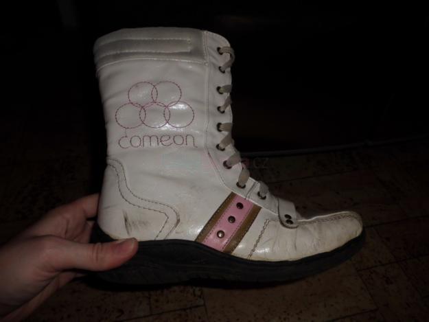 77437bf580e Prodám Prodám dívčí boty vel. 34-36 - 50