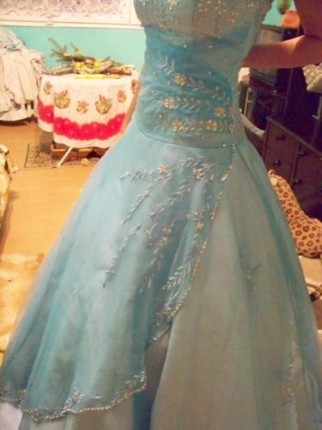 ff299d19188 Prodám Společenské (maturitní) šaty - 3 500