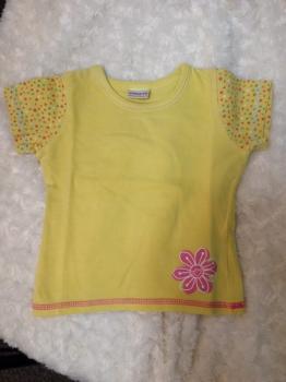 žluté tričko s kytkou