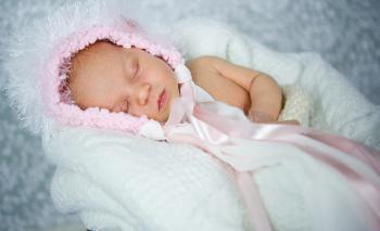 newborn něžná růžová pletená čepička