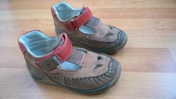 Dětské uzavřené kožené sandálky