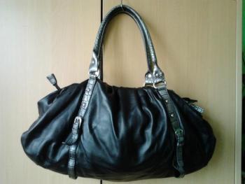 Černá koženková kabelka