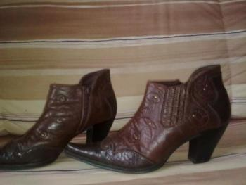 kráásné kožené kotníčkové boty