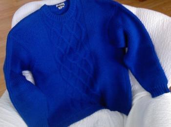Modrý vlněný svetr