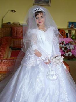 Svatební a společenské šaty
