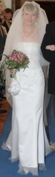 Svatební šaty, lodičky, závoj